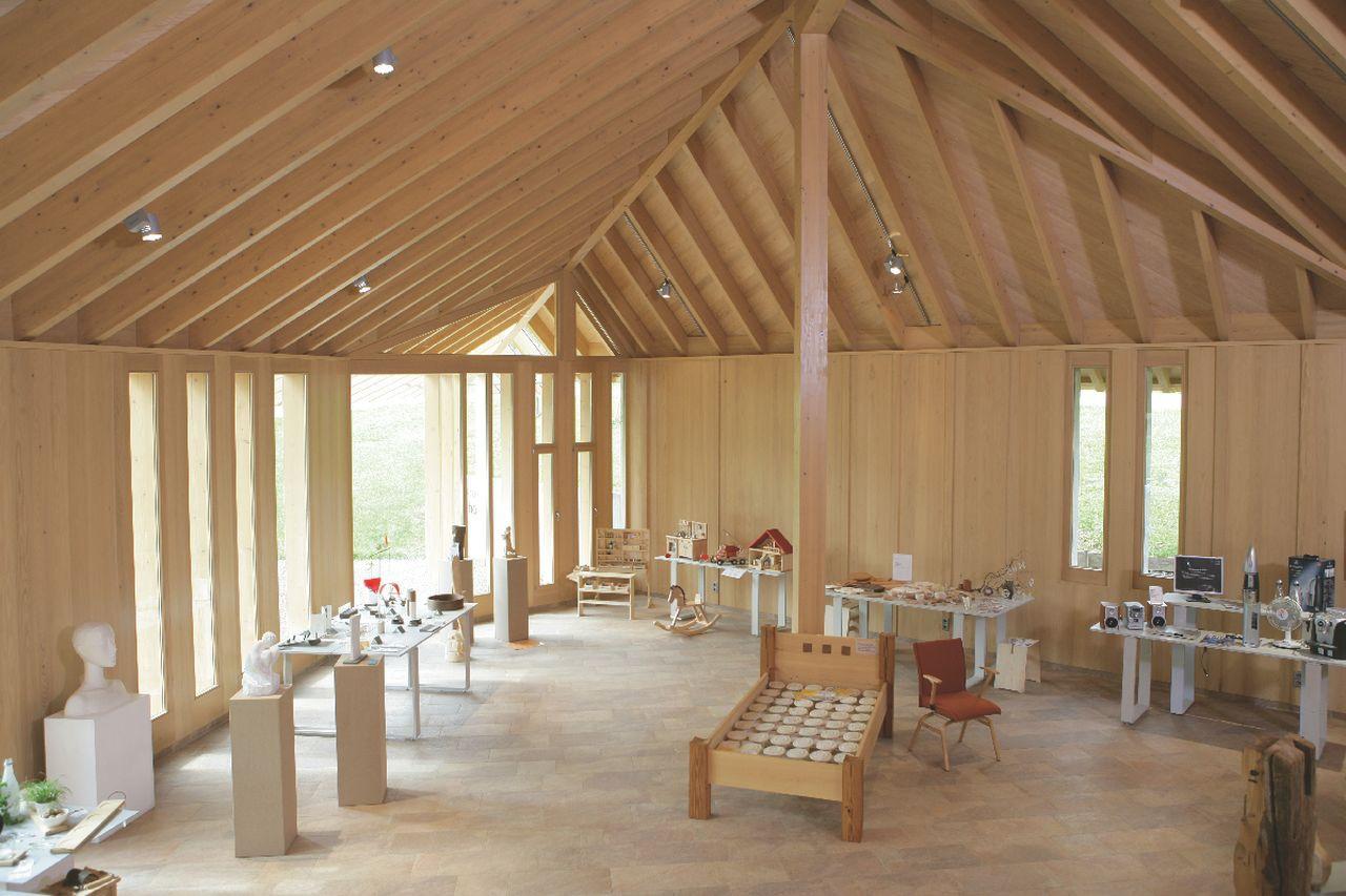 Moderne Architektur Furs Bernauer Holzhandwerk Ein Blick Ins Forum Erlebnisholz Foto Touris Info Bernau Innenraum Vom In